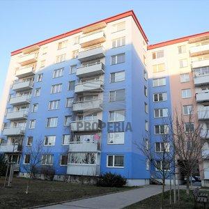 Pronájem částečně zařízeného bytu 3+1, ul. Štefáčkova, Brno - Líšeň, CP 73 m2, 5. NP/8, revitalizovaného domu s výtahem, zděné jádro.