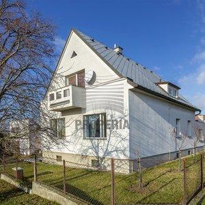 Prodej vily, 292m² - Zlín, L. Košuta se zahradou 825m2 s krásným výhledem na Zlín
