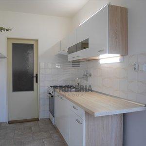 Pronájem bytu o dispozici 2+1 + lodžie a šatna, ul. Hrušňová, Brno - Medlánky, CP 58 m2, 4. p/4.