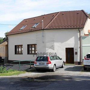 Prodej zrekonstruovaného RD 4+kk se zahrádkou a dvorkem v obci Němčičky (okr. Znojmo), CP 824 m2, sklep