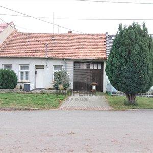 Prodej rodinného domu 4+1 s vjezdem a zahradou 412 m2, Tvrdonice, okr. Břeclav