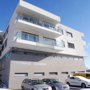 Pronájem zařízené lékárny, ul. Kavčí, Brno - Bystrc, CP 100 m2, klimatizace, alarm, vybaveno.