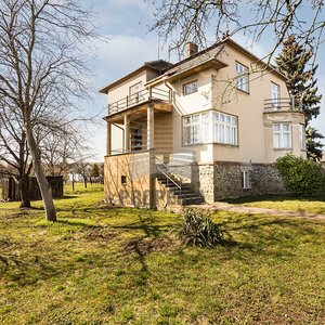 Prodej samostatně stojící vily z 30. let 20. století na pozemku o CP 2242m2, obec Křenovice