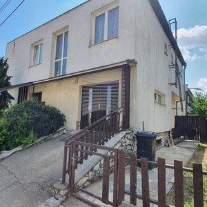 Prodej dvougeneračního samostatně stojícího RD s garáží, pozemek 609 m², Syrovice, okr. Brno - venkov