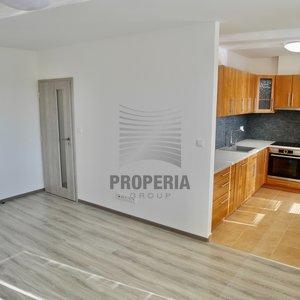 Pronájem zrekonstruovaného bytu o dispozici 2+kk + balkón, ul. Svatopluka Čecha, Hustopeče, okr. Břeclav, CP 49 m2, 2. p/4, klimatizace, zděné jádro, KL včetně spotřebičů