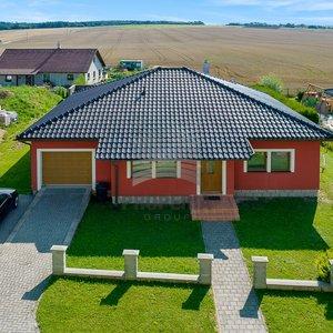 Prodej rodinného domu, 175 m², Jedovnice - Krasová s garáží a pozemkem 807 m²