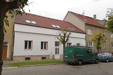 Prodej RD s komerčními prostory a byty 3+kk+T+Z, 366 m2, s  zahradou 141 m2, Plzeň - Slovany, POZOR JARNÍ SLEVA DO KONCE ČERVNA 5% !, Ev.č.: 00019