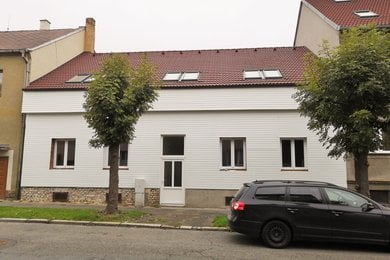 Prodej bytu  3+kk 59 m² se sklepem a venkovní terasou 45 m² v obytném domě, 104 m², Plzeň - Slovany, POZOR JARNÍ SLEVA 5 % DO KONCE ČERVNA !, Ev.č.: 00017-1