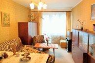 obývací pokoj s balkónem