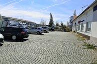 parkování před objektem