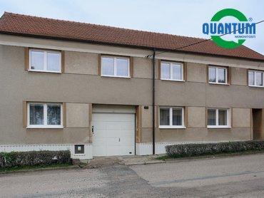 Prodej domu se zahradou a bytovou jednotkou v obci Rostěnice