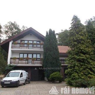 Prodáme velký rodinný dům s dispozicí 8+1 (cca 520 m2) v Praze 5 -  Stodůlkách