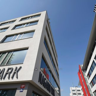 Pronájem kanceláře 238m², Praha 3, Nagano IV.