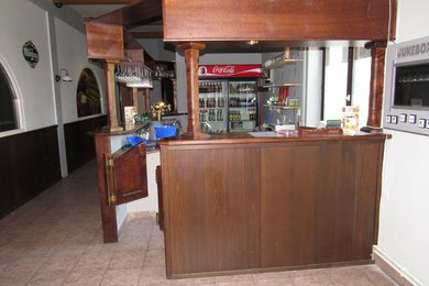 Pronájem zařízeného bowling baru s velkou zahrádkou Tišnov, Ev.č.: 00133
