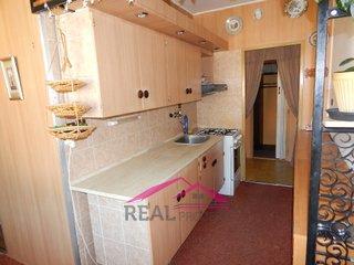 Prodej pěkného bytu 2+1 v OV s lodžií v blízkosti školy a školky, Tišnov