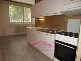 Prodej prostorného bytu 2+1 se šatnou a sklepem, 63 m2, Tišnov