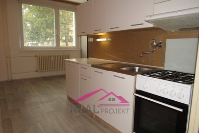 Prodej prostorného bytu 2+1 se šatnou a sklepem, 63 m2, Tišnov, Ev.č.: 00163