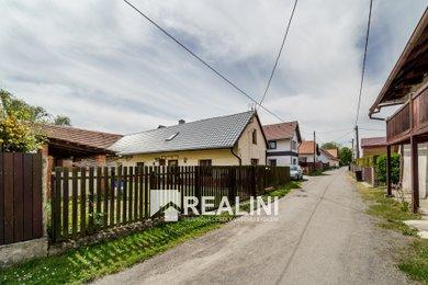 Prodej rodinného domu v Chorušicích, 50km od Prahy, Ev.č.: 00369