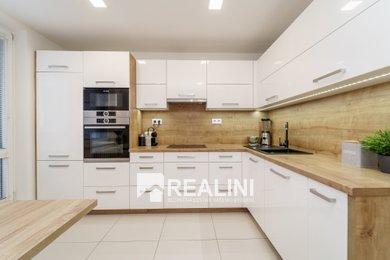 Prodej bytu 3+1 s lodžií po kompletní rekonstrukci v Ostravě, Ev.č.: 00372