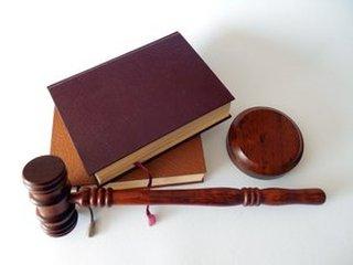 Notář nebo právník? Kdo to umí lépe?