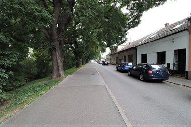 Pronájem rodinného domu 4+1 se zahradou a vnitřním bazénem Brno-Horní Heršpice, Ev.č.: 100253