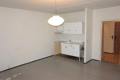 Pronájem bytu Brno-Starý Lískovec, byt 1+kk s lodžií ul. Krymská, Ev.č.: 100286