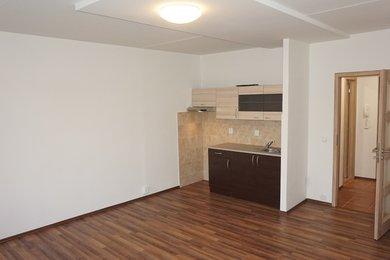 Pronájem bytu Brno-Starý Lískovec, byt 1+kk s lodžií ul. Krymská, Ev.č.: 100286-1