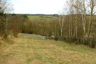 Snímek 4 - spodní část pozemku (k silnici)
