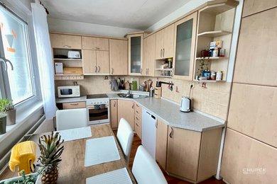 Prodej bytu 3+1, 74 m² - s balkonem a sklepní kójí, Ev.č.: 00076
