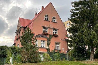 Prodej, 1/2 RD - Byt 5+1, 113,29 m² + další místnosti + 1/2 podíl na společných částech domu a zahradě + garáž Liberec Ruprechtice, Ev.č.: 00077
