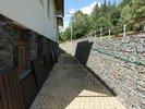 řešení opěrných zdí u zadního vchodu