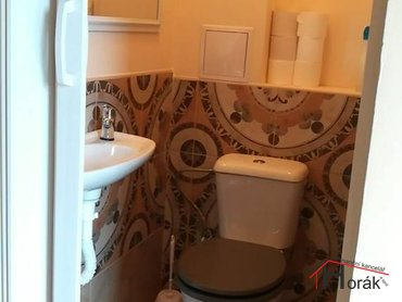 1. samostatné WC