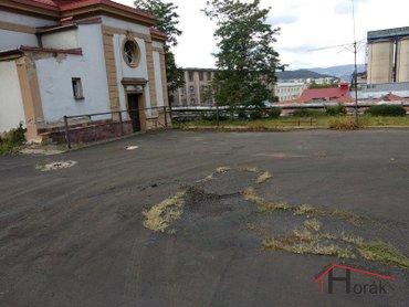 Parkování vedle objektu