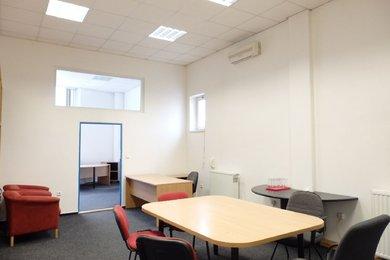 Pronájem, 3 x kancelář- 16,4 m2, 32,10 m2, 20,40 m2 , ul. Na Řadech, Blansko, čerpací stanice SHELL -, Ev.č.: 18010198