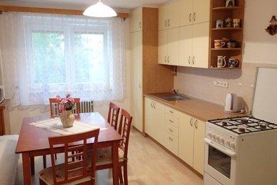Prodej, pěkného bytu 2+1 se zasklenou lodžií, 2x sklep, blízko do centra města, CP 59,40 m², Blansko, ul. 9. května, Ev.č.: 19010282