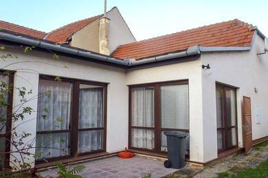 Prodej, Rodinný dům 4+2, rovinatá zahrada, sklep ve stráni, garáž, CP 1322m² , Milešovice, okr. Vyškov, Ev.č.: 19010296