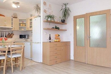 Pěkný byt bez velkých investic do rekonstrukce a s krásným výhledem na okolní kopce, se dvěma balkony; Blansko, ul. Na Pískách, Ev.č.: 20010310