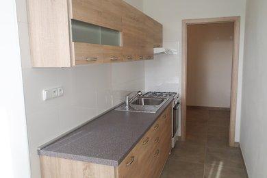 Pronájem bytu 2+1 v revitalizovaném bytovém domě s prostornou lodžií, volný ihned, CP 58 m², Boskovice, ul. Komenského, Ev.č.: 20010325