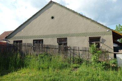 Prodej rodinného domu s prostornou půdou v  Petrovicích v blízkosti krásné přírody, CP 203 m² , okr Blansko, Ev.č.: 20010332