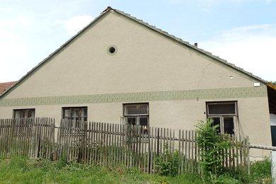 V blízkosti krásné přírody prodej rodinného domu s prostornou půdou, CP 203 m² , Petrovice; okr Blansko, Ev.č.: 20010332