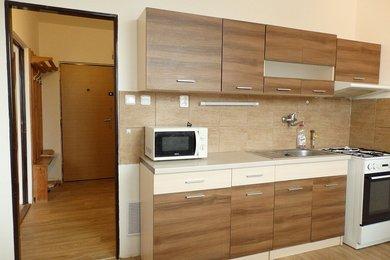 Pronájem pěkného bytu 1+1 po rekonstrukci koupelny a pěkným výhledem , CP 40 m² , Blansko. ul. Kamnářská., Ev.č.: 20010345
