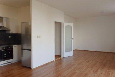 Pronájem nového bytu 2+kk s garáží, novou kuchyňskou linkou a spotřebiči na ul. Kamnářská, Blansko, Ev.č.: 20010352