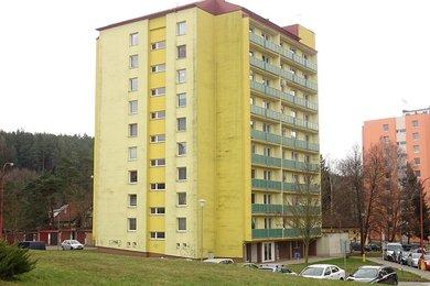 Pronájem, Byt 1+1 s lodžií a komorou kousek od přehrady, ul. Salmova, Blansko, Ev.č.: 20010357