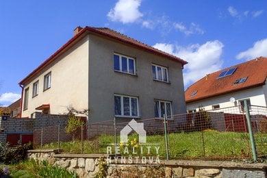 Prodej rodinného domu se zahradou, stodolou, garáží a sklepem v obci Lavičky, CP 1892 m2, Ev.č.: 20010367