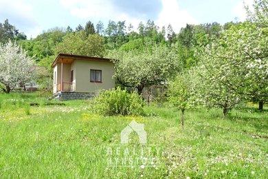 Prodej zděné chaty umístěné na rovinaté slunné zahradě, CP 782 m2, elektřina, užitková voda, Blansko  - Bačina, Ev.č.: 21010397