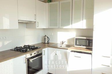 Pronájem bytu 1+1 s lodžií po rekonstrukci, s pěkným výhledem, komorou, CP 38m² - Blansko, ul. Salmova, Ev.č.: 21010403