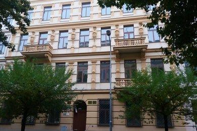 Pronájem kanceláře 28 m2 nedaleko Lužáneckého parku, Ev.č.: 000840