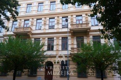Pronájem kanceláře 28 m2 v přízemí, nedaleko Lužáneckého parku, Ev.č.: 000697
