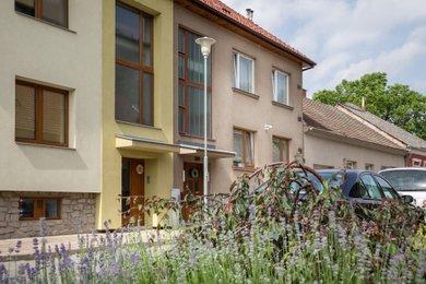 Prodej vícegeneračního rodinného domu se zahradou a garážemi Tišnov, Ev.č.: 000823