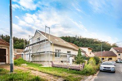 Rodinný dům 4+kk s terasou a vinným sklepem Kuřim, Ev.č.: 000830